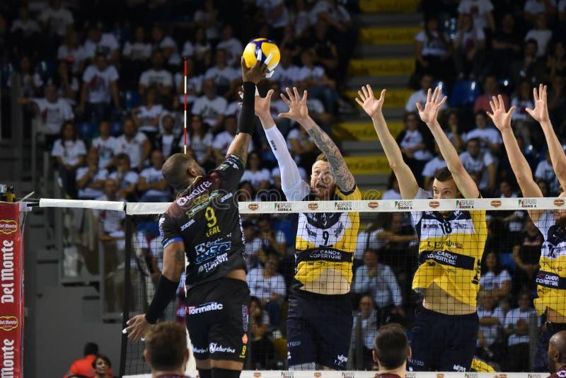 Volleyball Italina SupercMen Cucine Lube Civitanova vs Modena Volley fotografering för bildbyråer
