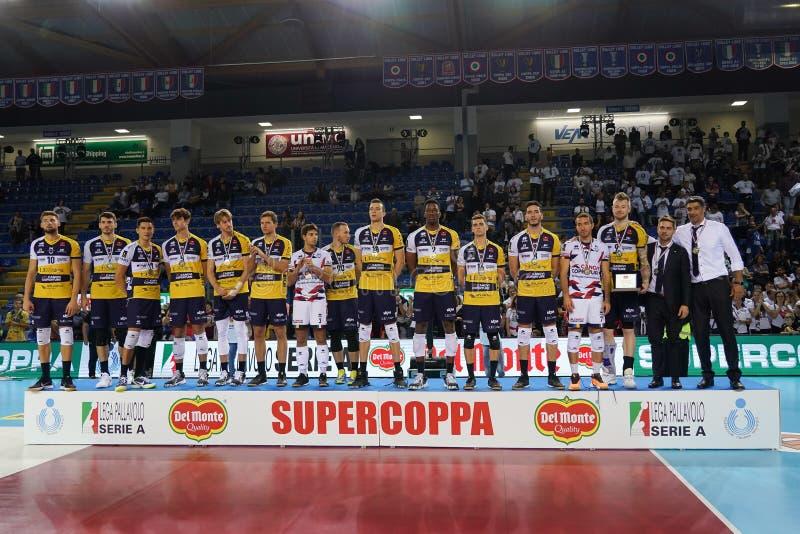Volleyball Italina Supercmen Finals - Sir Safety Perugia mot Modena Volley arkivbild