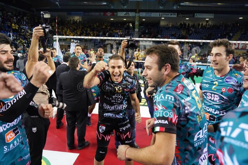 Volleyball Italina Supercmen Finals - Sir Safety Perugia mot Modena Volley arkivbilder