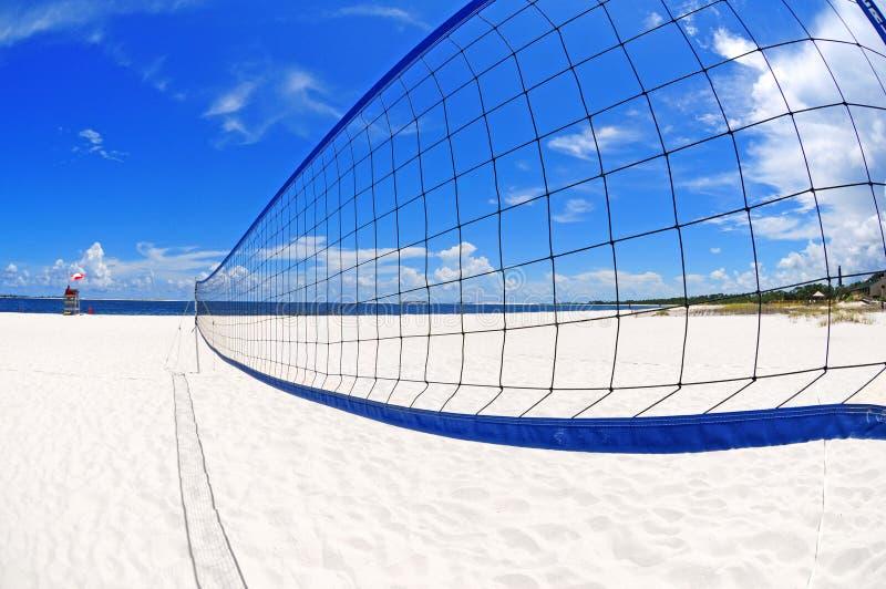 Volleyball netto op strand stock afbeeldingen