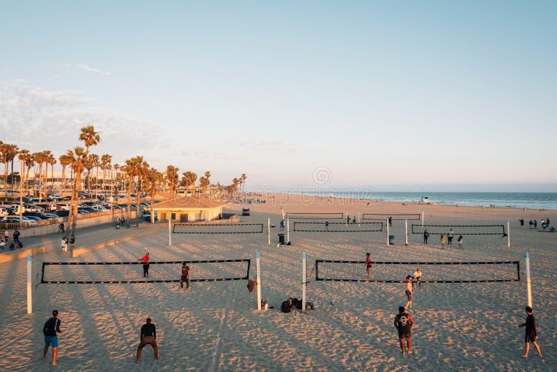 Volleyball op het strand, in Huntington Beach, Oranje Provincie, Californië stock foto