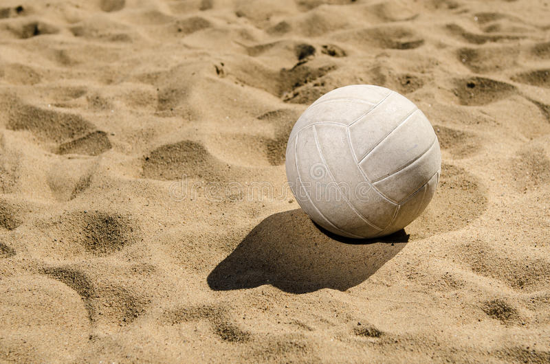 Volleyball sur le sable photo stock