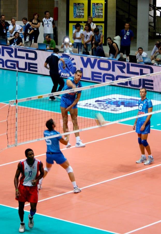 Volleyball-Weltliga: Italien gegen Kuba stockbild
