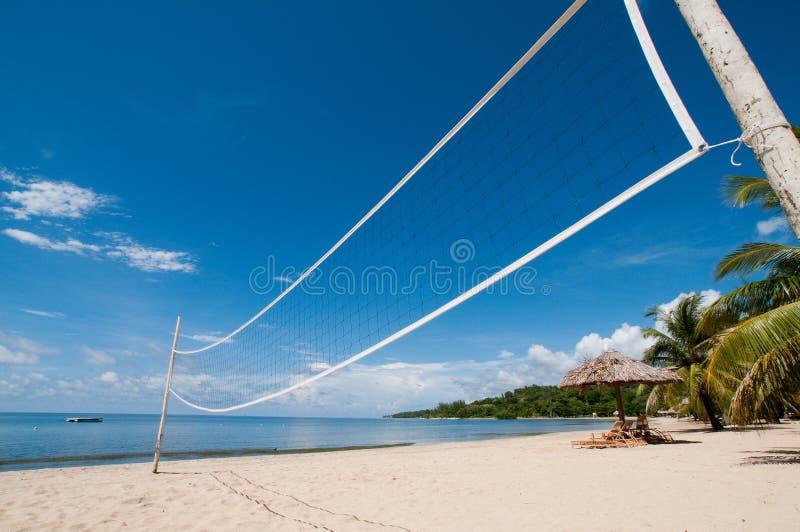 Volleyballnetz auf Strand lizenzfreies stockbild