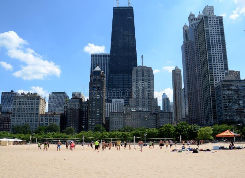 Volleyballspelers bij het Strand van Ohio, Chicago stock afbeelding