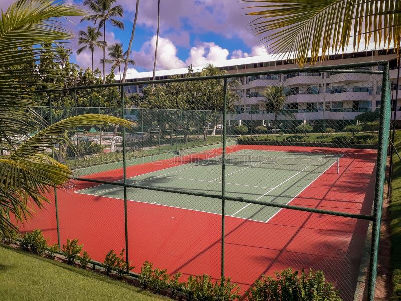 Volleybolldomstol på den plana semesterorten på Porto de Galinhas, Brasilien arkivfoton