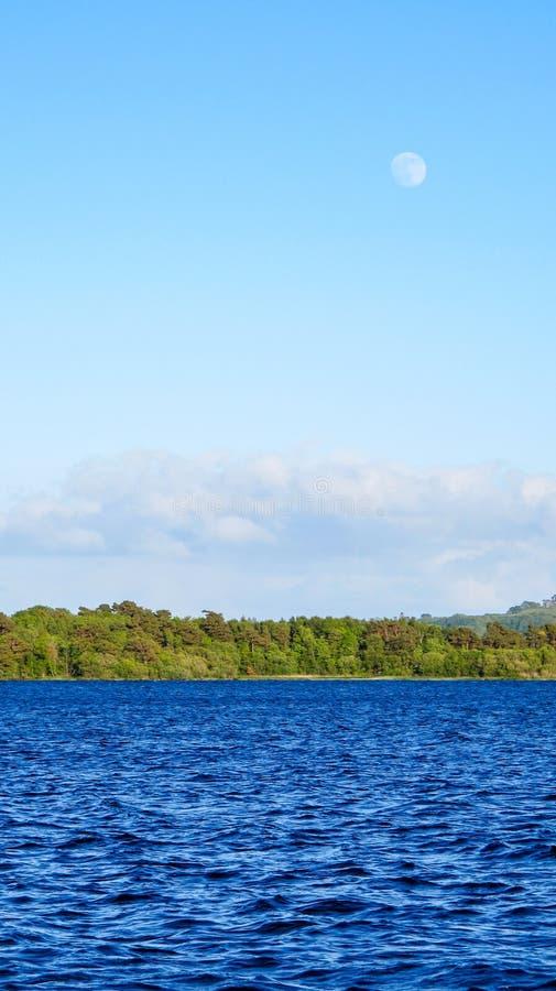 Vollmond über Lough Derg See, Irland lizenzfreie stockbilder