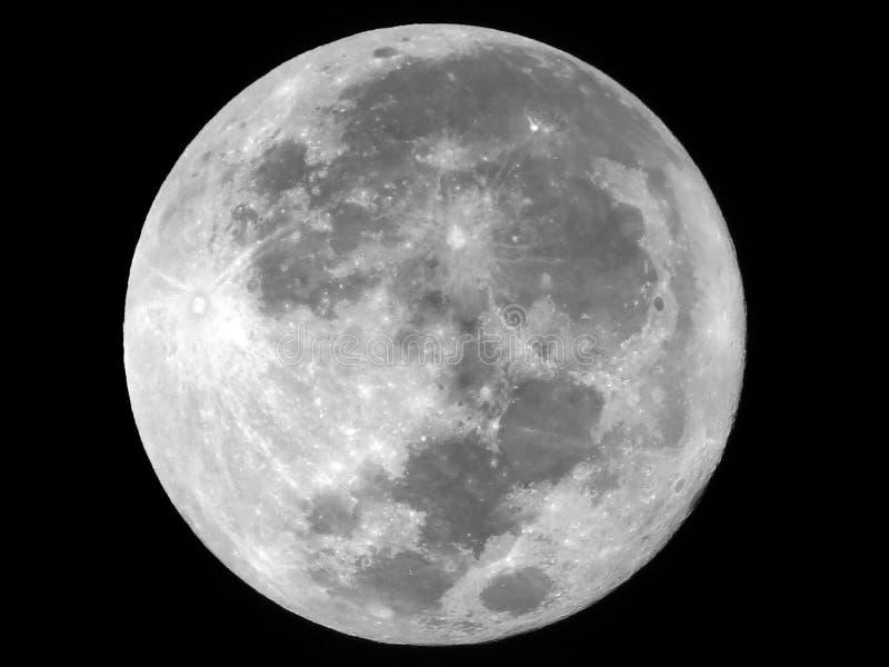 Vollmond im Himmel nachts stockbilder