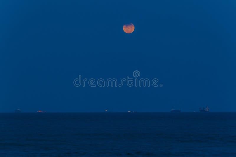 Vollmond-Ozean-Lieferungen lizenzfreie stockbilder