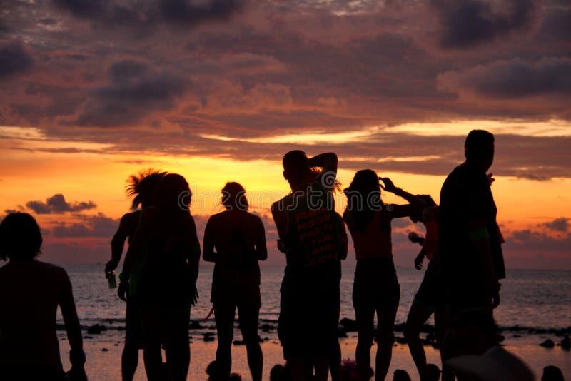 Vollmond-Sonnenuntergang lizenzfreie stockfotografie