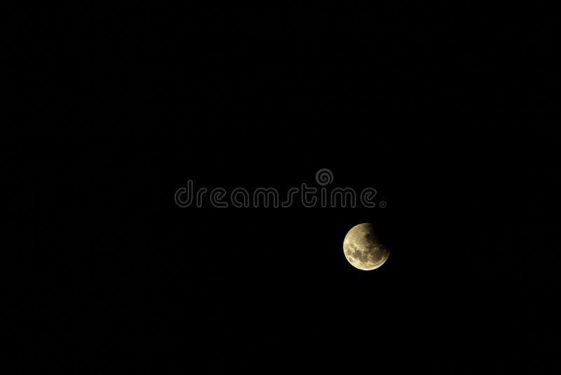 Vollmond während einer Eklipse Mond bedeckte durch den Trübsinn der Erde stockfotos