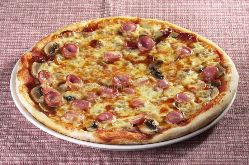 Vollständige Pizza lizenzfreies stockfoto