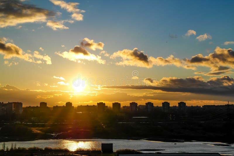 Volo al tramonto immagini stock libere da diritti