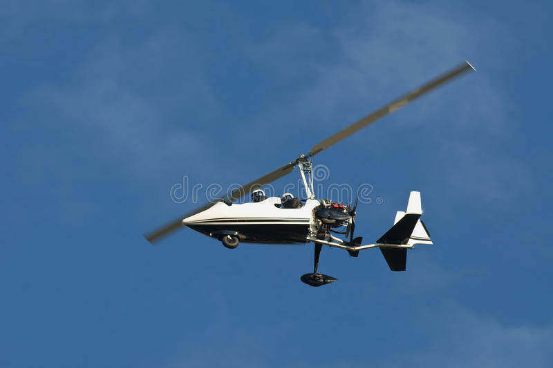 volo bianco dell'elicottero immagini stock libere da diritti