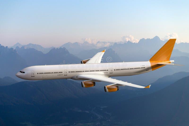 Volo dell'aeroplano del getto nel cielo; fondo delle montagne fotografia stock
