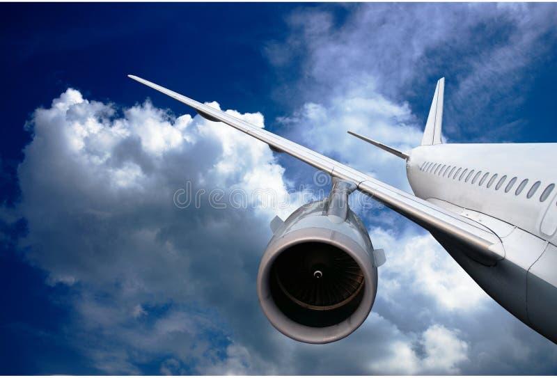 Volo dell'aeroplano giù fotografia stock