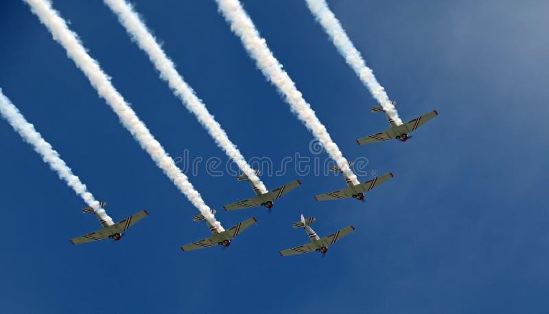 Volo di formazione al CEA AirVenture a Oshkosh fotografia stock libera da diritti
