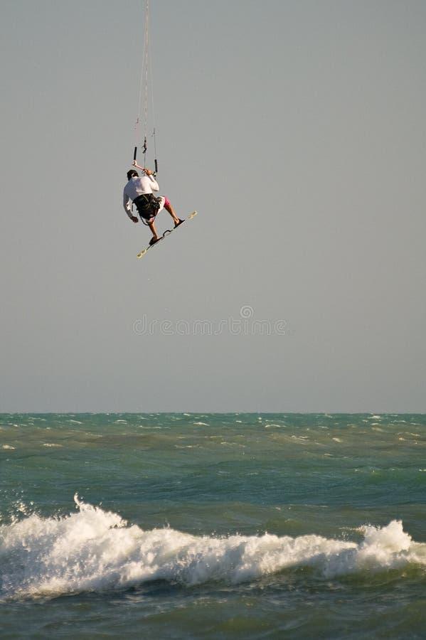 Volo di Kitesurf fotografie stock libere da diritti