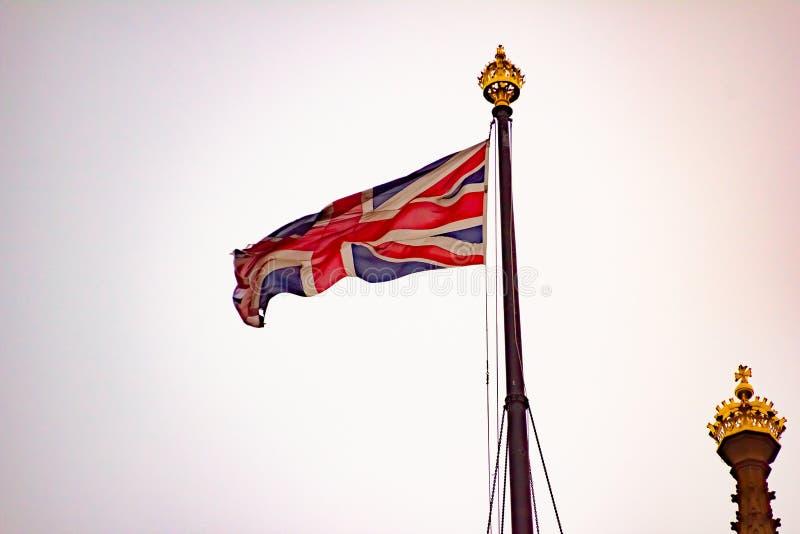 Volo di Union Jack nel vento immagini stock