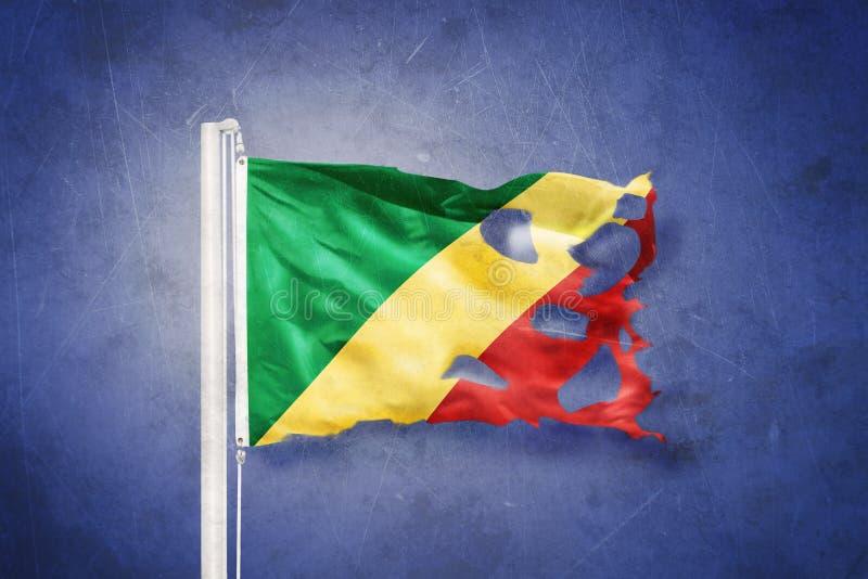 Volo lacerato della Repubblica del Congo della bandiera contro il fondo di lerciume immagini stock