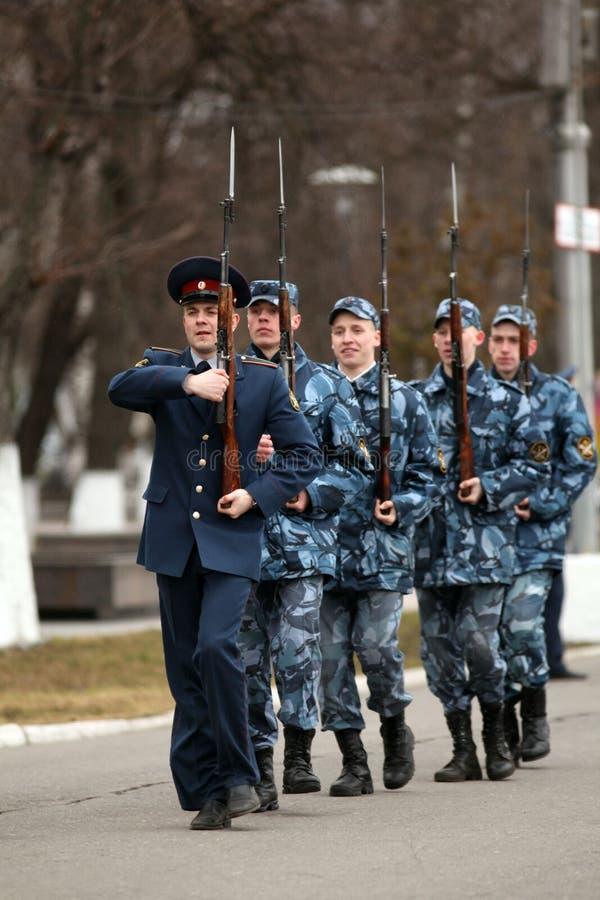 VOLOGDA/ΡΩΣΙΑ - 25 Απριλίου: Πρόβα φορεμάτων της στρατιωτικής παρέλασης της νίκης στοκ φωτογραφία με δικαίωμα ελεύθερης χρήσης