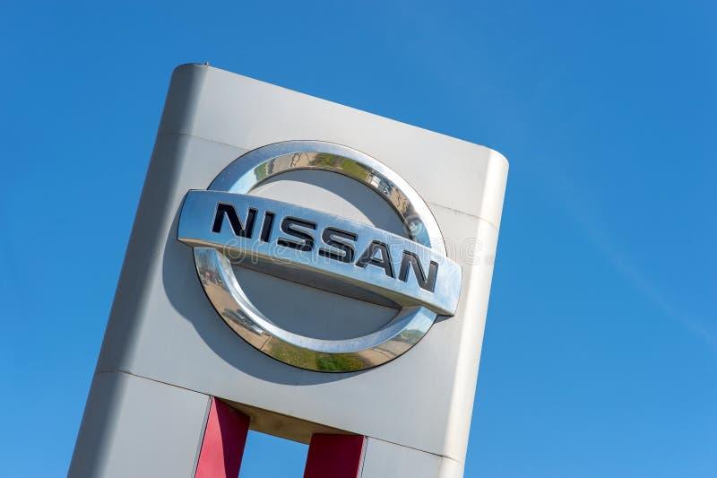 Vologda ROSJA, MAJ, - 29, 2018: Poczta jest Nissan samochodami gara?uje w Rosja obraz stock