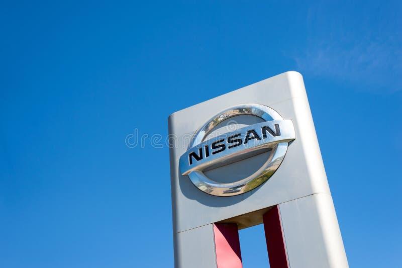 Vologda, RUSSLAND - 29. MAI 2018: Der Posten ist Nissan-Autogarage in Russland lizenzfreies stockfoto