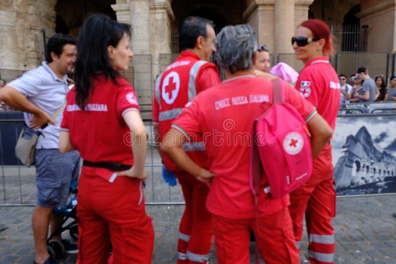 Volontaires de la Croix-Rouge italienne image stock