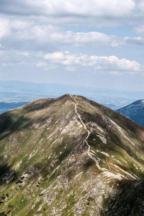 Volovec在斯洛伐克擦亮剂边界的山峰从Placlive在Rohace山小组的山峰在Zapadne Tatry山 库存图片