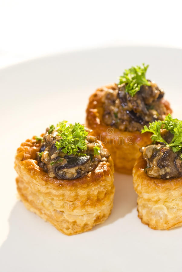 Free Vols-au-vent Stuffed With Snails And Mushrooms Royalty Free Stock Images - 19615019