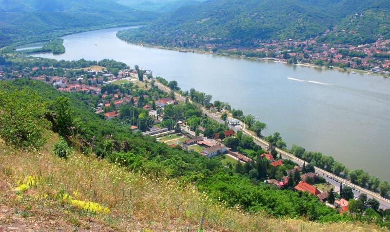Volta de Danube River, vista superior do castelo de Visegrad imagem de stock