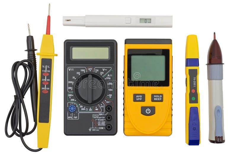 Voltagemeetapparaat en andere apparaten op wit royalty-vrije stock afbeelding
