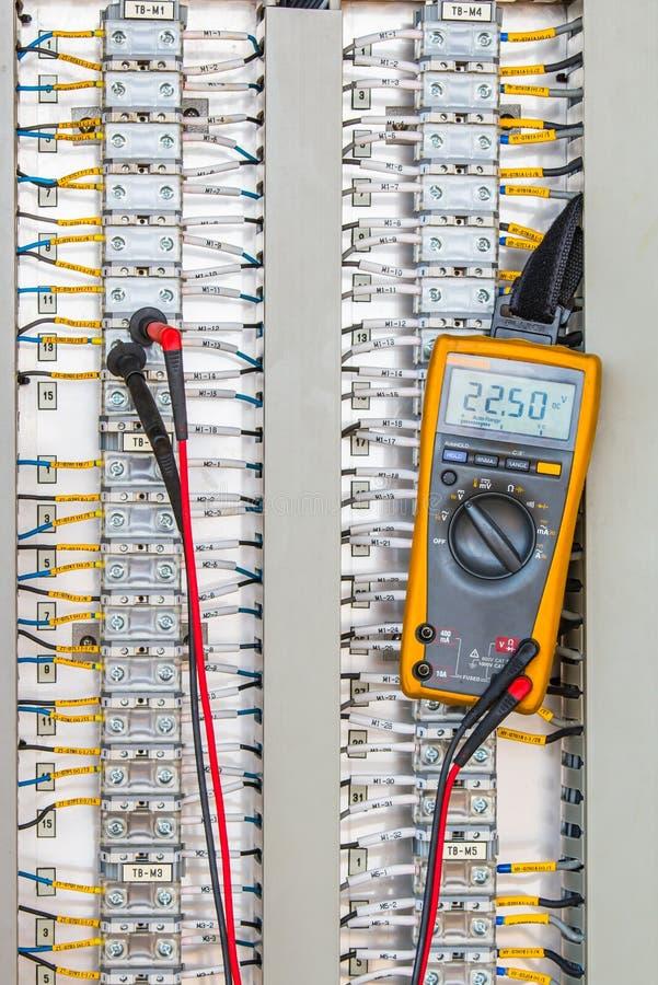 Voltaje 24 VDC de conectividad de la medida en el terminal de Electrica fotografía de archivo libre de regalías