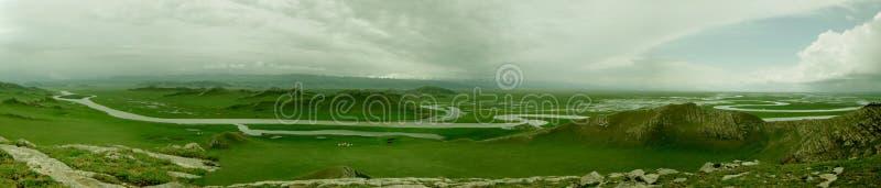 Voltas do rio nove de Bayanbulak e dezoito curvaturas imagens de stock royalty free