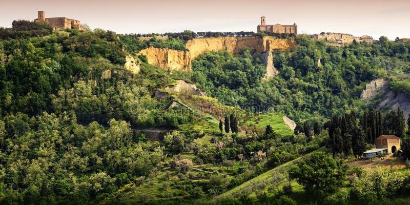 Volterra Balze de Volterra e cidade medieval de Toscânia Italy imagem de stock royalty free