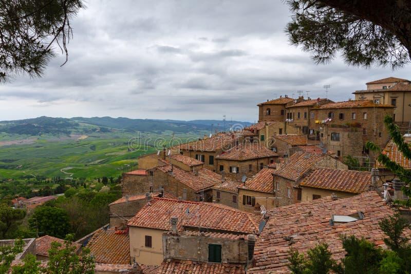 Volterra et vue au-dessus de d'Orcia de Val, Italie images libres de droits