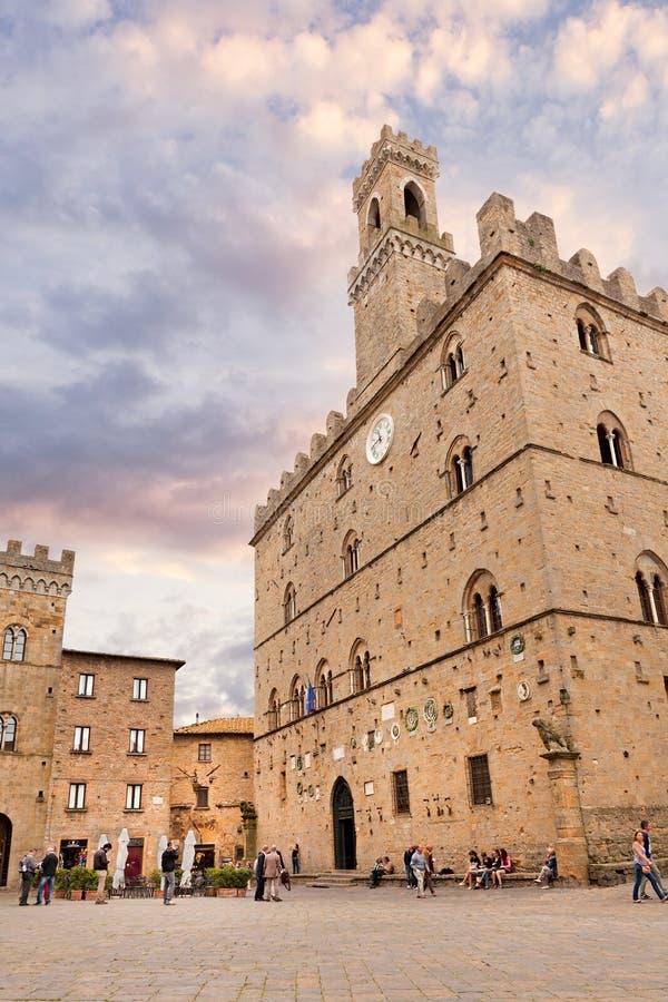 Volterra, quadrado central com dei Priori de Palazzo imagens de stock royalty free