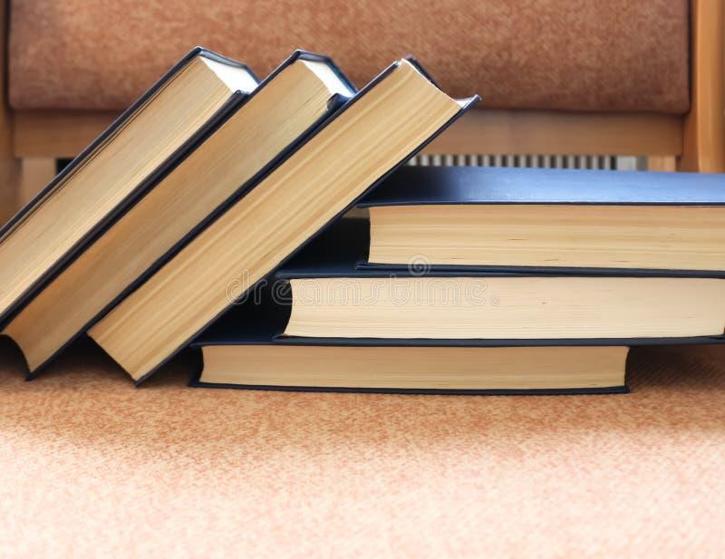 Volumes van boeken stock foto