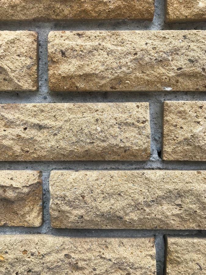 Volumetrische Ziegelsteine, die leicht von der Wand ragen lizenzfreies stockfoto