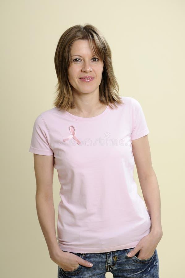 Voluntário dos jovens para o cancro da mama fotografia de stock