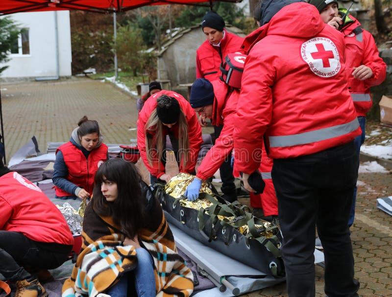 Voluntários da organização da cruz vermelha búlgara para participar no treinamento fotos de stock royalty free