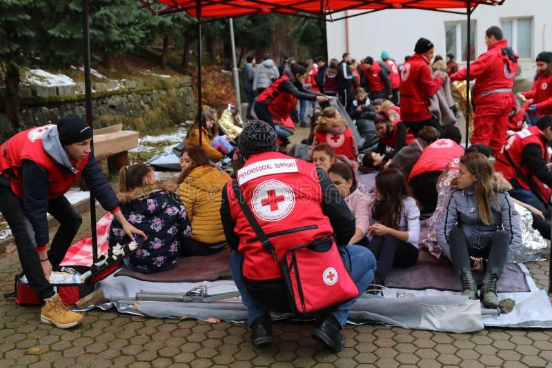 Voluntários da organização da cruz vermelha búlgara para participar no treinamento foto de stock