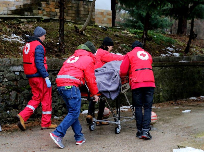 Voluntários da organização da cruz vermelha búlgara para participar no treinamento imagens de stock