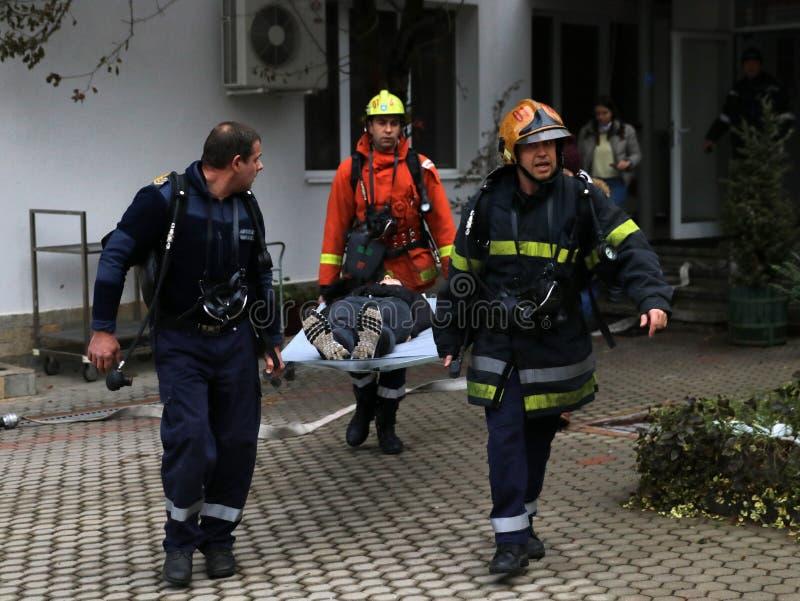 Voluntários da organização da cruz vermelha búlgara para participar no treinamento imagem de stock