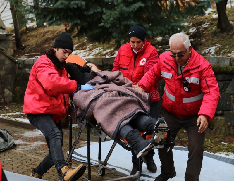 Voluntários da organização da cruz vermelha búlgara para participar no treinamento imagem de stock royalty free