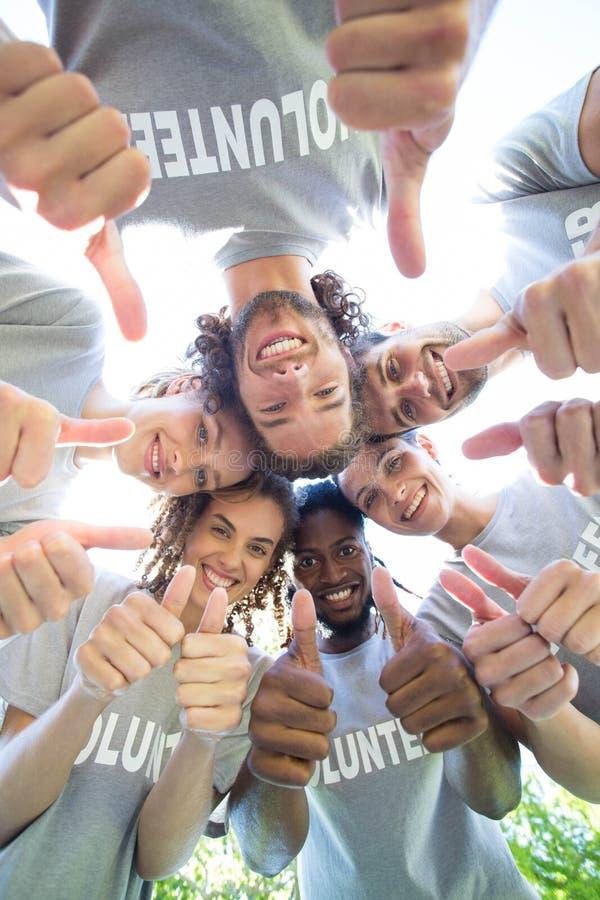 Voluntários felizes no parque fotografia de stock royalty free