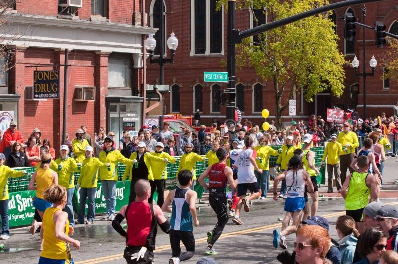 Voluntários na maratona 2010 de Boston foto de stock