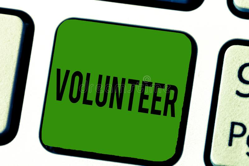 Voluntario del texto de la escritura Persona del significado del concepto que ofrece libremente participar en algo caridad fotos de archivo libres de regalías