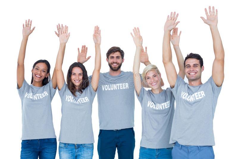 Voluntarios que aumentan sus manos fotos de archivo