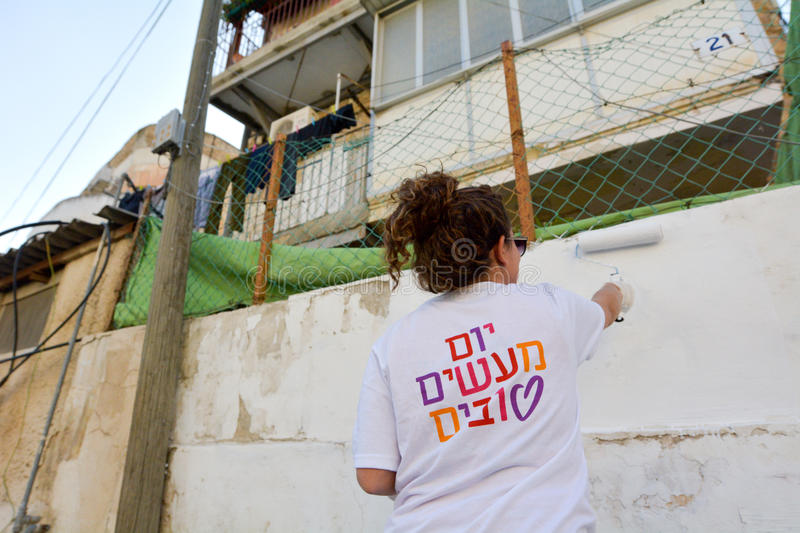 Volunteer paint a wall on Good Deeds Day 2015. stock images